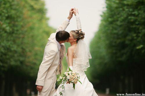 Newly-Married-Couple-Love-Kissing-Wallpaper - Dream Wedding Wallpaper