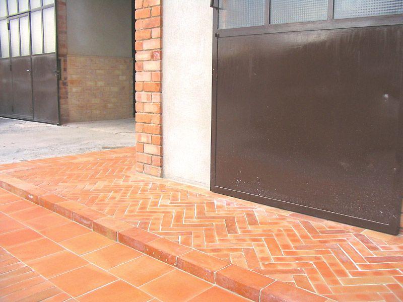 Briques briquettes en terre cuite carrelage terres for Carrelage exterieur terre cuite