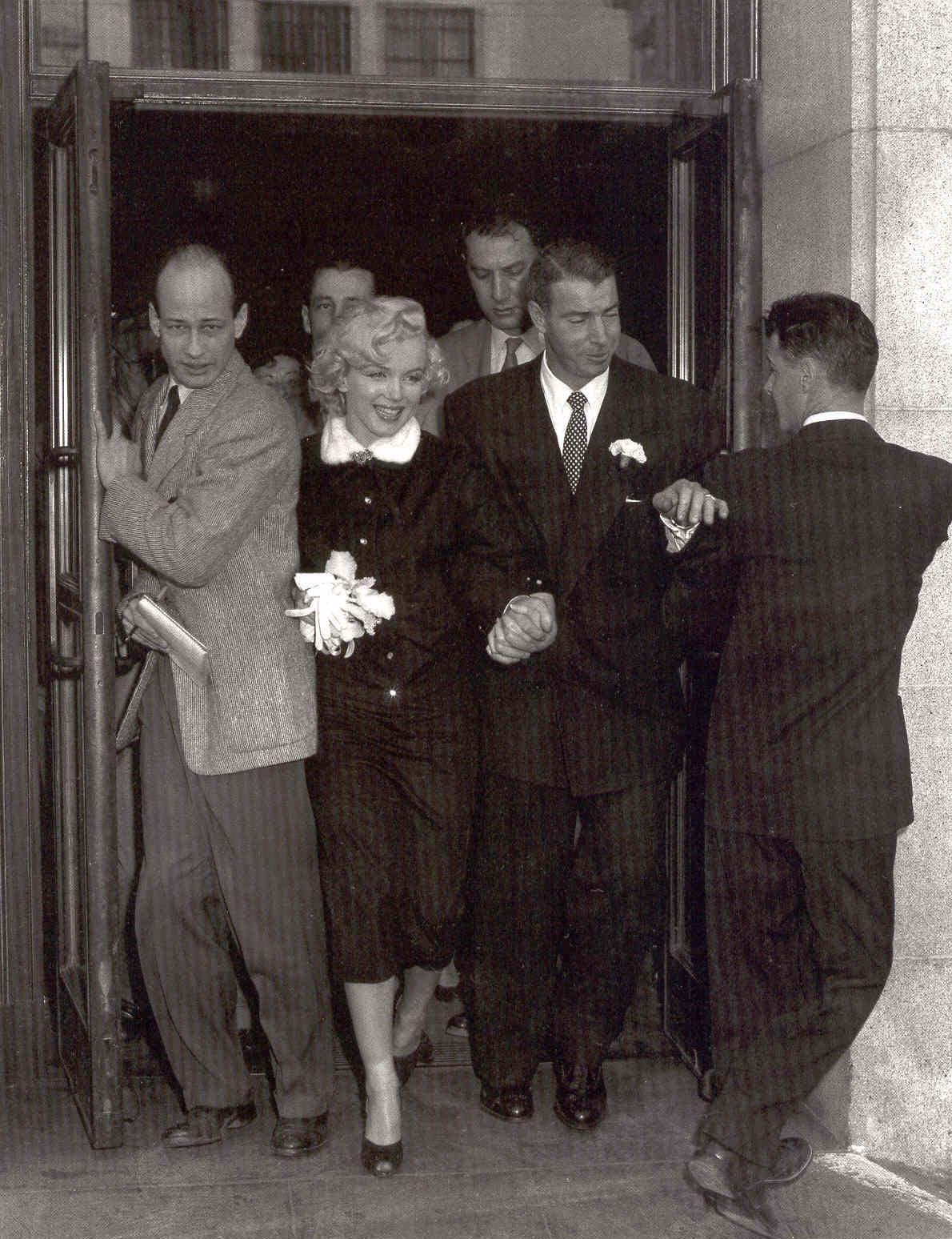Wedding Day For Marilyn Monroe And Joe Dimaggio San Francisco January 14 1954