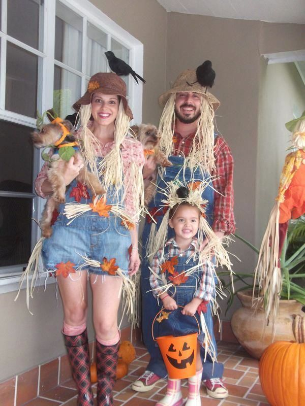Grab the glue gun its costume making time electric blogarella if youre looking for a costume that you can dress up or down and make originally your own then consider one of these diy scarecrow costume ideas solutioingenieria Image collections
