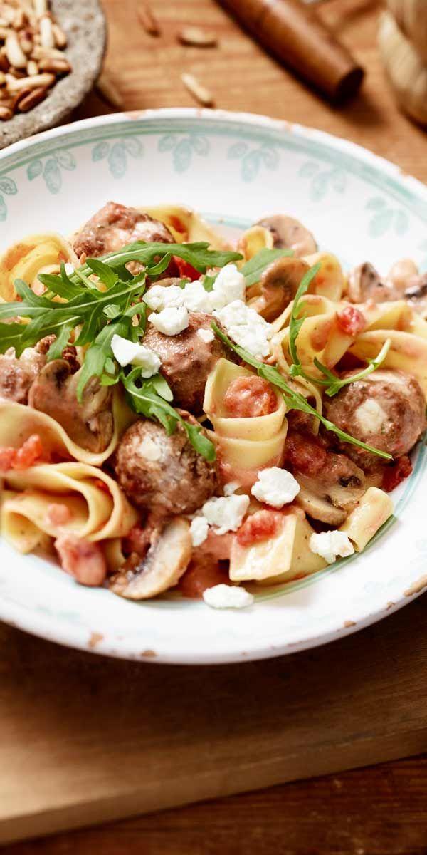 Bandnudeln mit Tomaten-Champignon-Sauce | Rezept ...