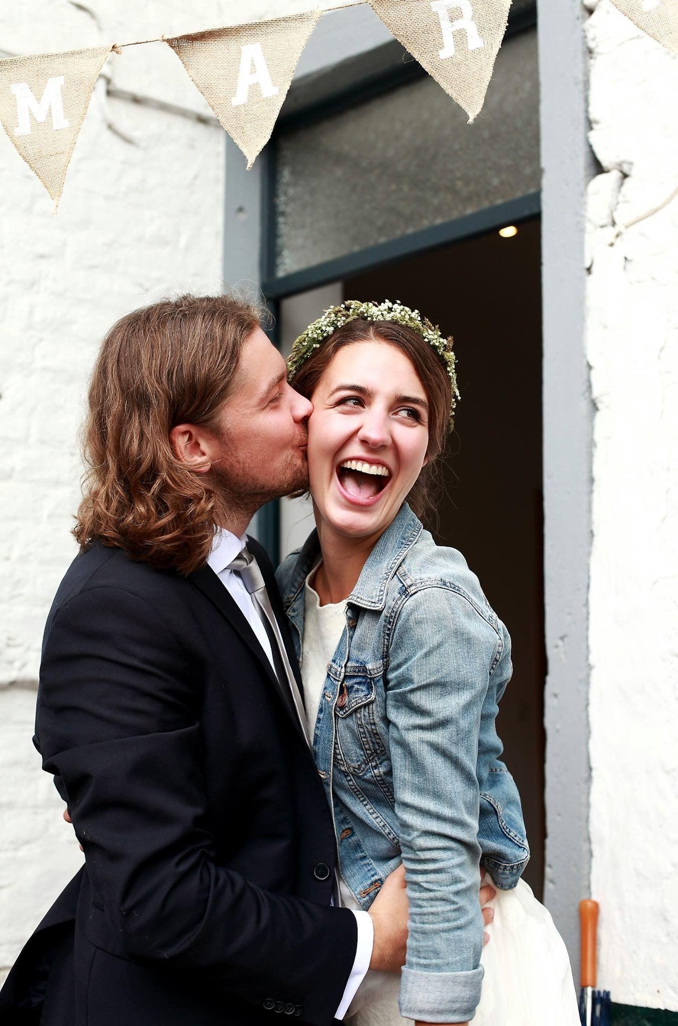 Hochzeit Wedding Vintage Blumenkranz Schleierkraut Jeansjacke ...