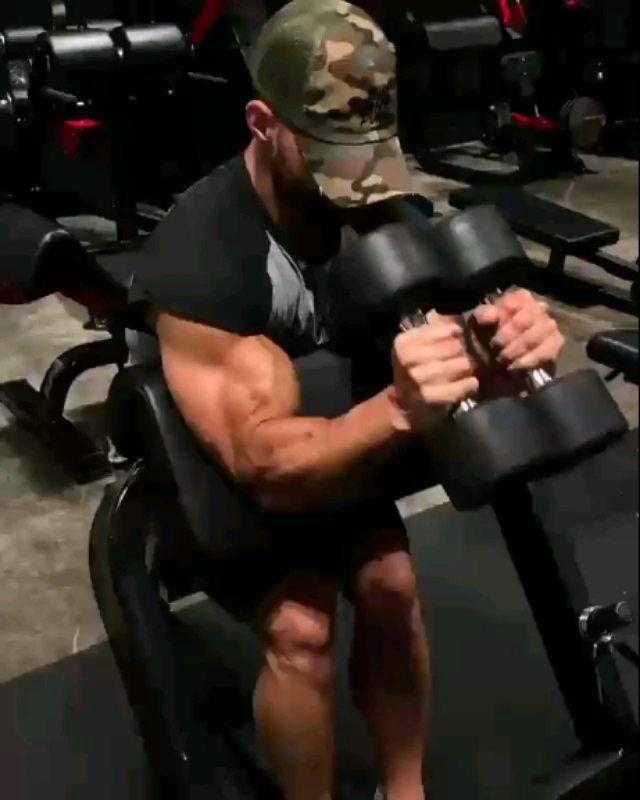 Biceps Workout @smith.julian (Tag a Friend)  - @fitness_in_gym  #shreddedlegends #biceps #bodybuilding #exerci... #bicepsworkout