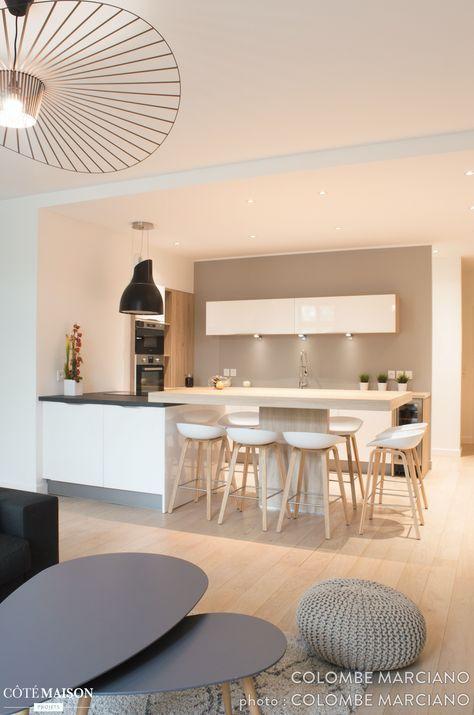 Côté cuisine, le coin repas, aménagé en hauteur, en jette pas mal - Hauteur Plan De Travail Cuisine Ikea