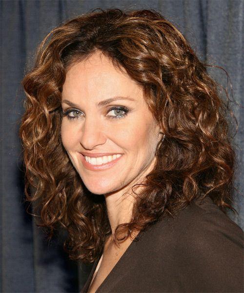 Amy Brenneman Long Curly Golden Brunette Hairstyle Amy Brenneman Curly Hair Celebrities Hair To Go