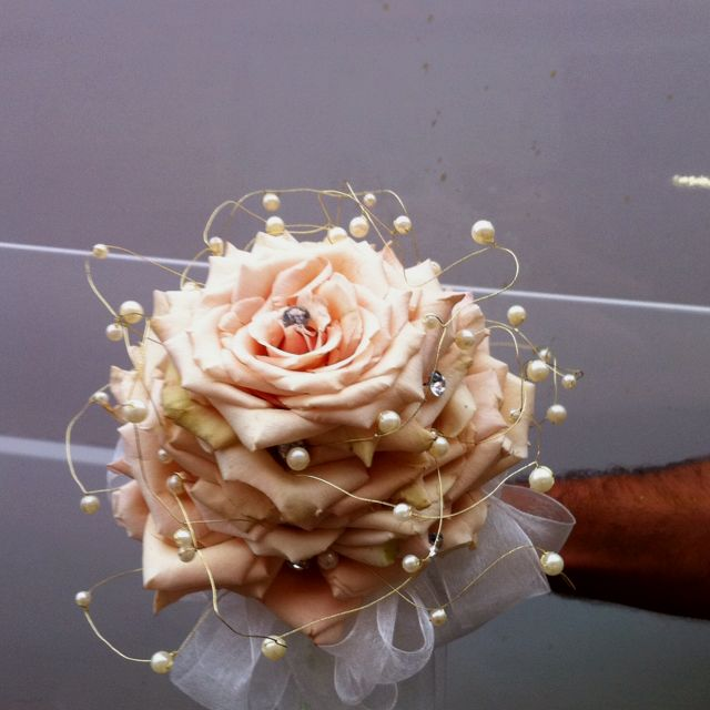 Wedding Bouquets Not Flowers: Unique Single Flower Wedding Bouquet