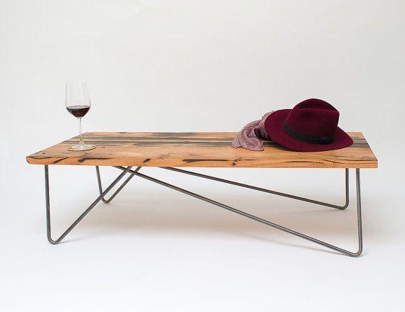 Aufgearbeiteten Holz Balken Couchtisch Mit Asymmetrischen Stahl Haarnadel Beine