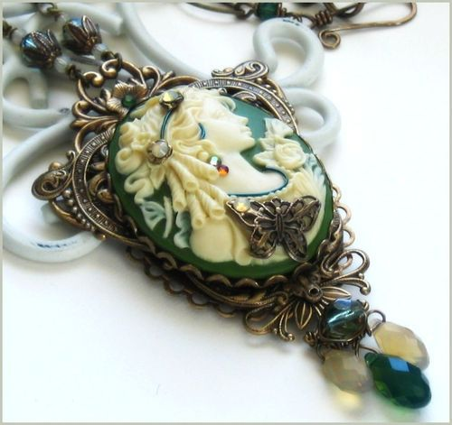 Gorgeous antique style cameo necklace