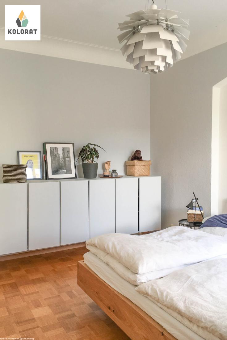 hellgraue w nde im schlafzimmer mit wandfarbe von www. Black Bedroom Furniture Sets. Home Design Ideas