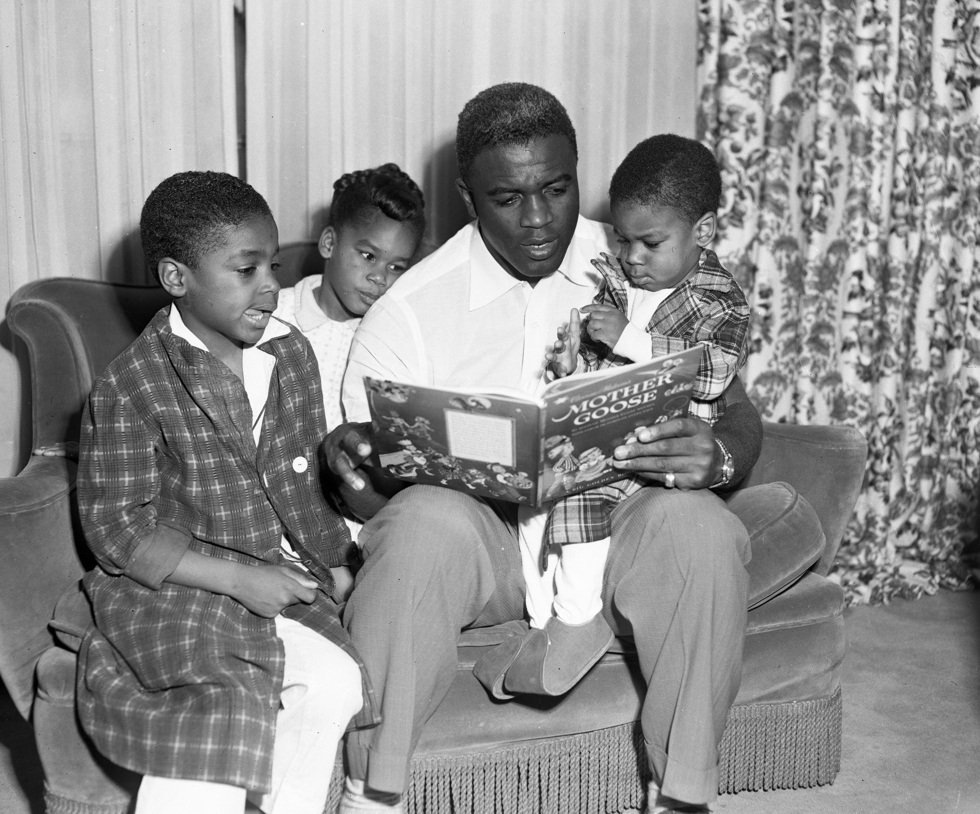 Jackie Robinson Reads To His Kids