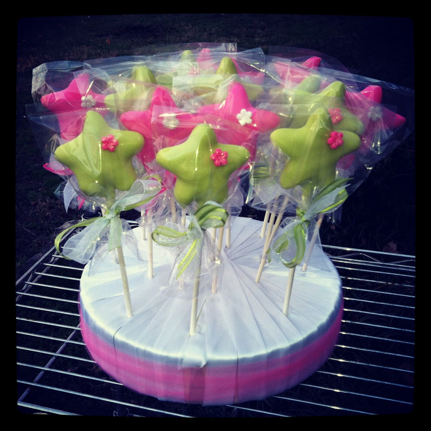 Cake pops for Hollie's daughter :) (With images ...