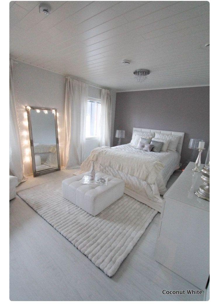 Épinglé Par Paula FagundesVentura Sur DECOR Guest Bedroom - Canapé convertible scandinave pour noël idee deco pour chambre parentale