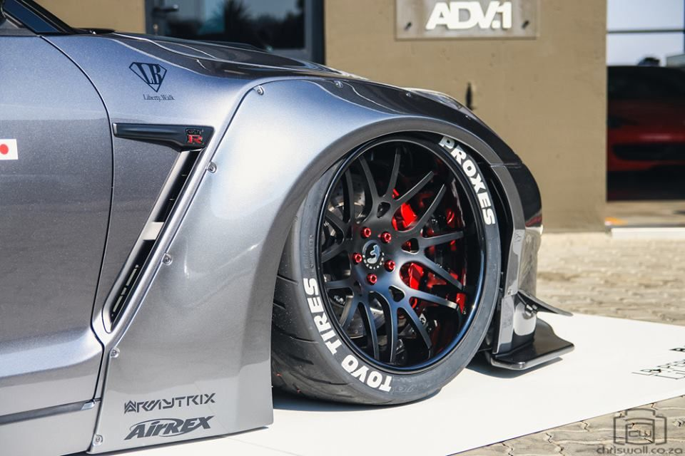 Liberty Walk Nissan GT-R by RACE!