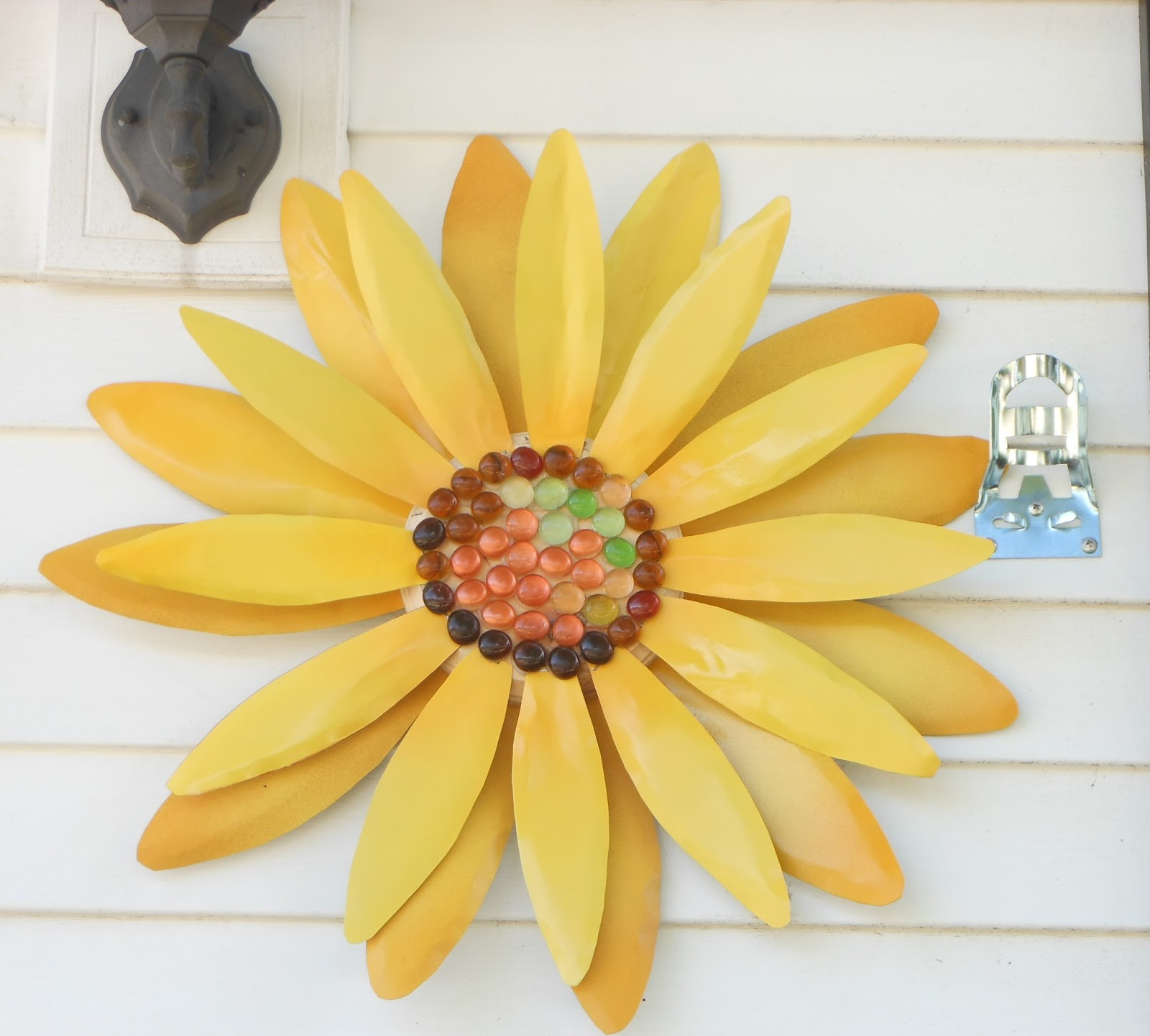 Three adorable Metal Art Wall Flowers would add color to your ...