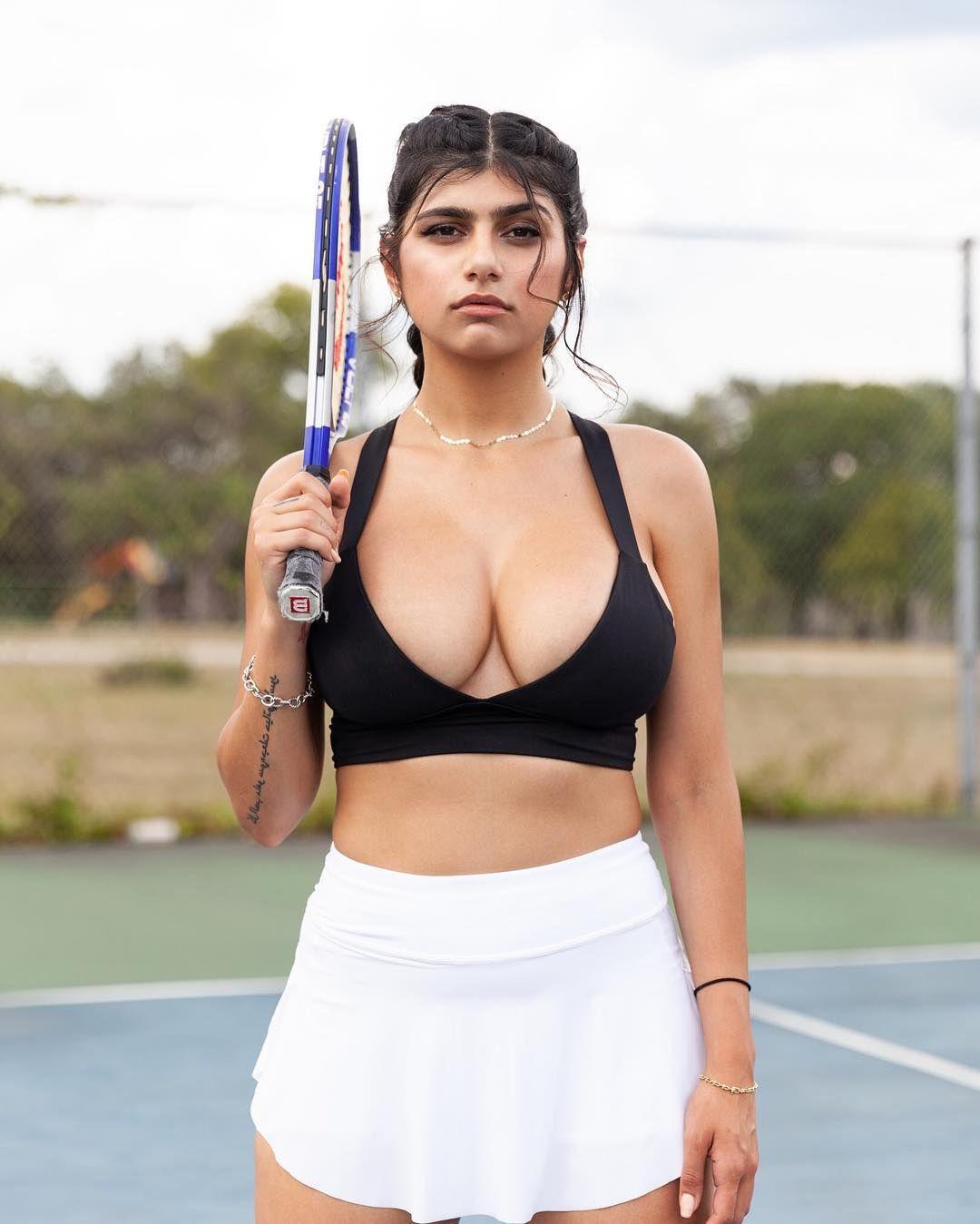 Mia sexy Mia Khalifa