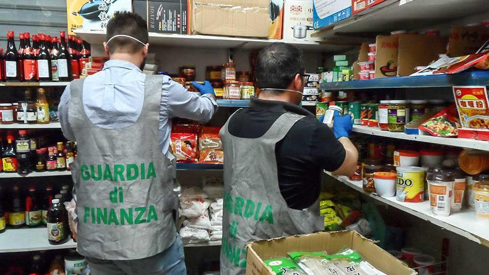Sequestrate 2 ton. di prodotti non idonei al consumo - http://www.canalesicilia.it/sequestrate-2-ton-prodotti-non-idonei-al-consumo/ Catania, Guardia di Finanza, Prodotti Alimentari, sequestro
