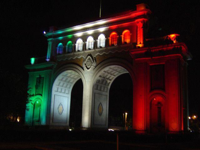 Los Arcos de noche. Guadalajara, Jalisco, México.