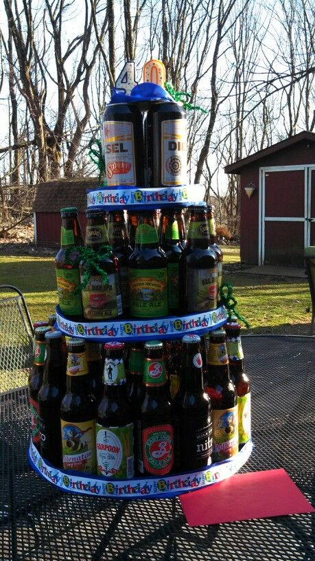 This is a beerthday cake for a 40th birthday with 40 beers obviously