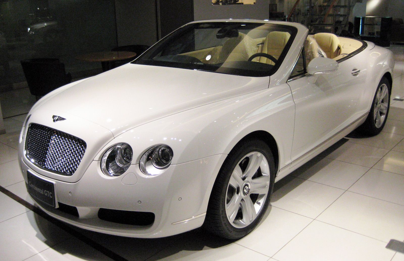 Bentley things i love3 pinterest dubai city bentley bentley vanachro Image collections