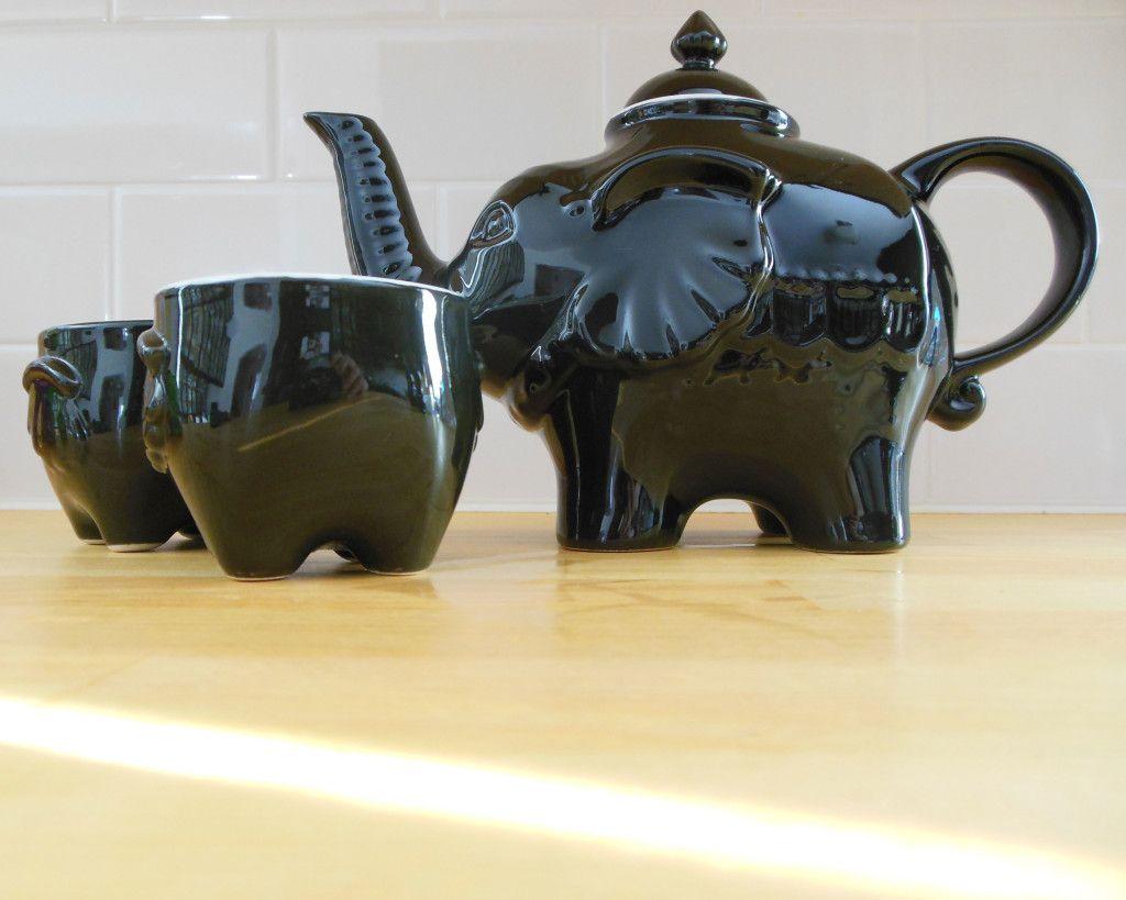 Elephant teapot with matching cups. Elephant teapot, Tea