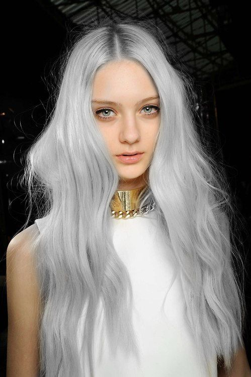 I didn't know you could dye your hair grey! I could never pull it off but it's pretty on her <3