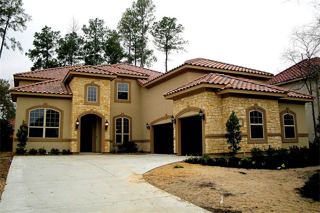 A View Of The Gorgeous Front Elevation That Features Stucco And Stone Exterior And Tile Roof Stucco And Stone Exterior Exterior House Colors Exterior Stone