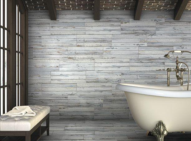 Baño Con Revestimiento Para Pisos Y Paredes De Porcelánico Que Imita Madera.