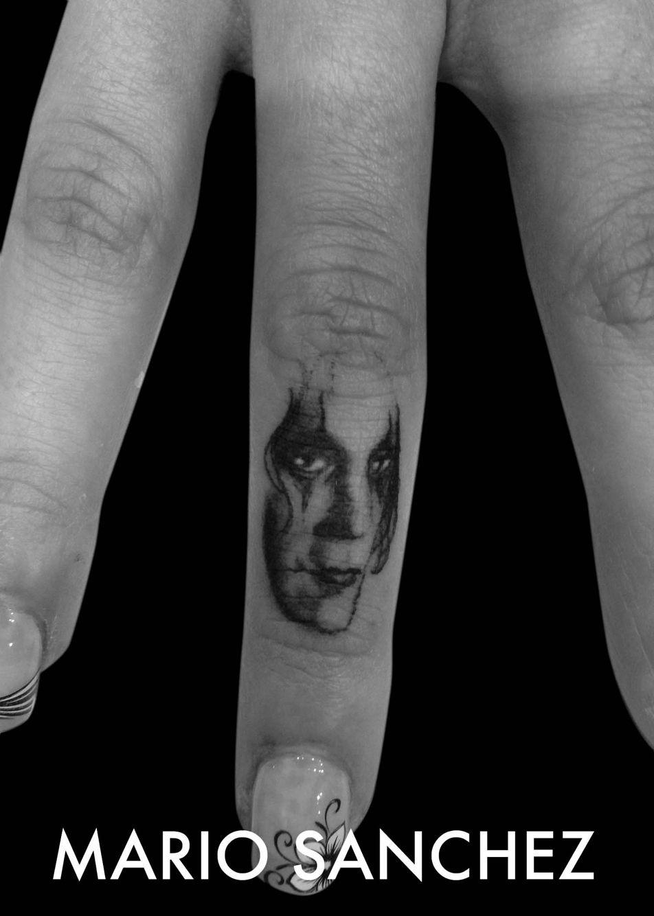 Miniature crow portrait on finger tattoo Finger tattoos