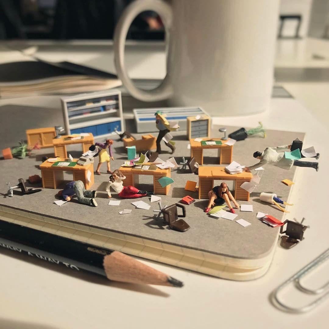 Met Art Calendar : Miniatuurwerelden met kantoorartikelen miniatures
