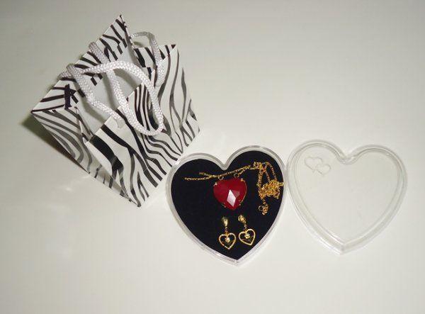 Lojinha da Sol - Colar e brincos de coração folheados a ouro com caixinha de coração, Ref.369
