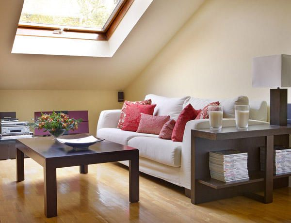 Decorar espacios dificiles atico abuhardillado for Decoracion de casas pequenas