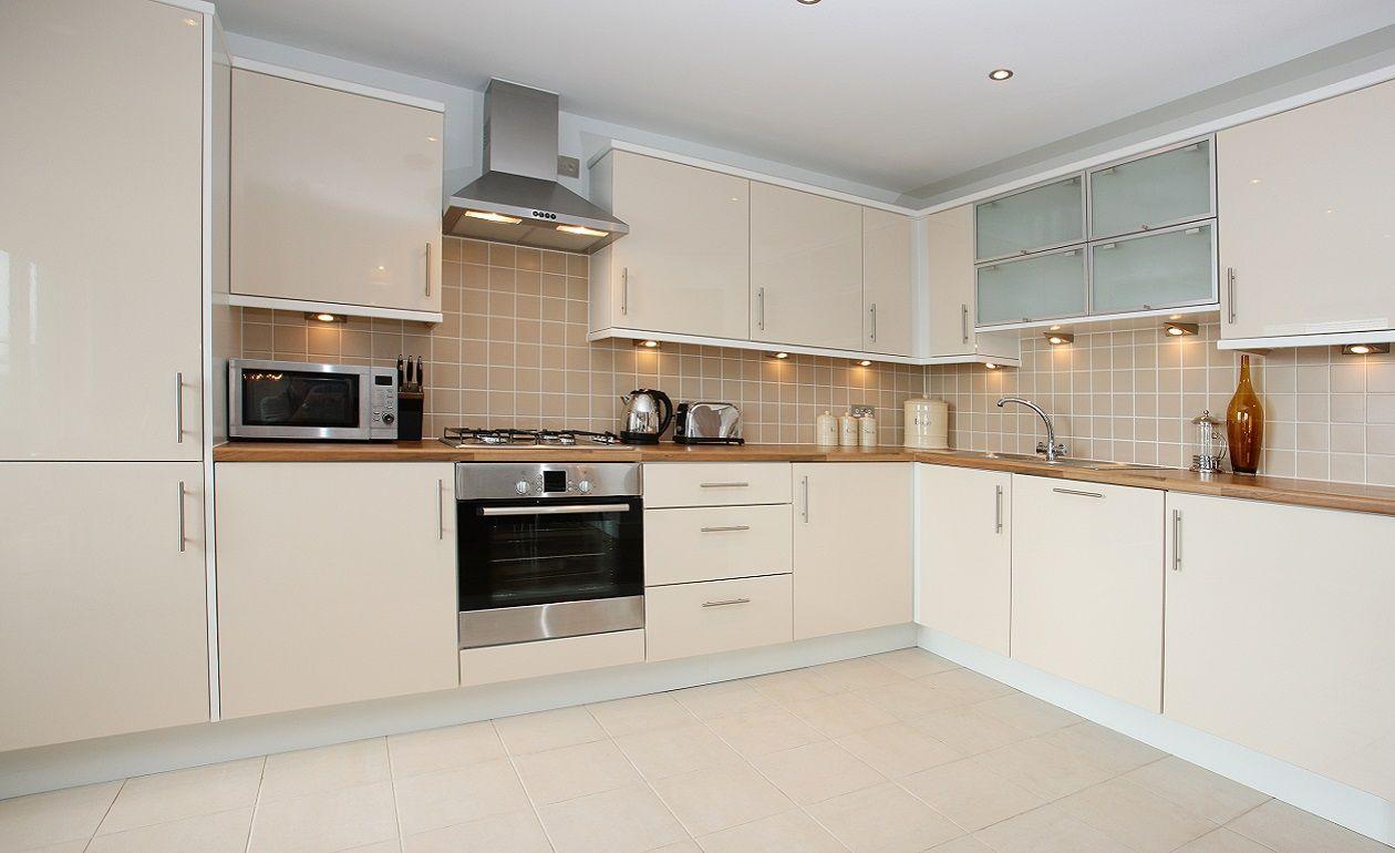 Ceramicos para cocina blanco buscar con google cocina for Cocina con azulejos blancos