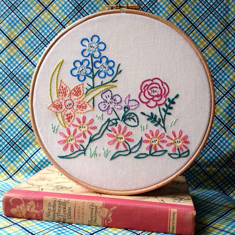 Alice\'s Garden Embroidery Pattern   Bordado, Patrones de bordado y ...