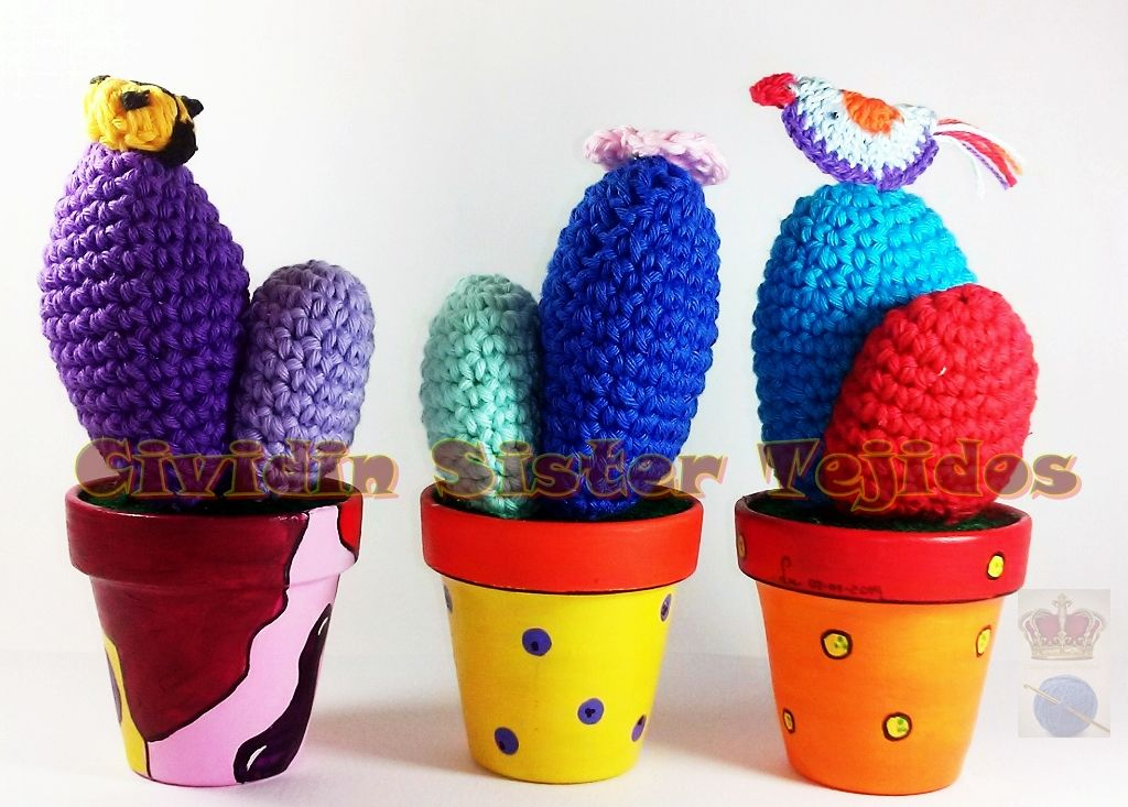 cactus tejidos al crochet con macetas de barro n 7