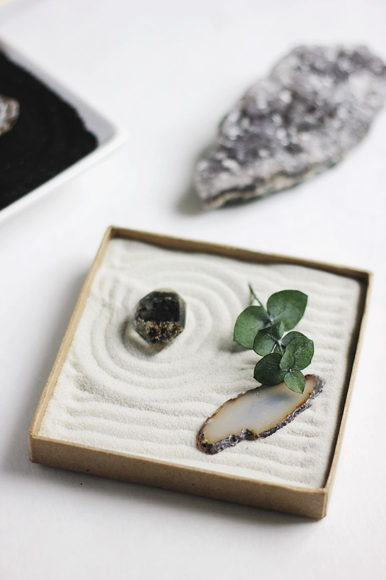 diy mini zen garden mini zen garden minis and gardens. Black Bedroom Furniture Sets. Home Design Ideas
