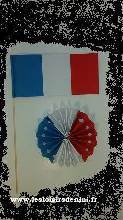 Drapeau et rosace montée sur broche français