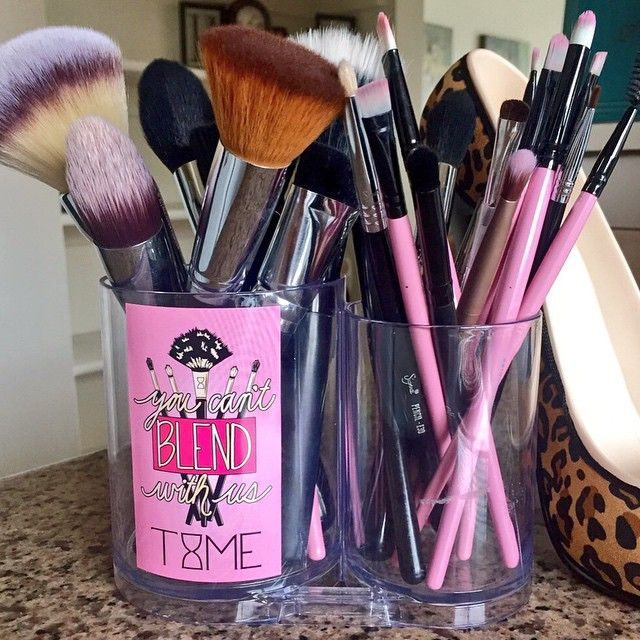 """My makeup brush collection  Brushes can completely change how your makeup looks! I'll do a post on what I have & how I use them soon  #allclean xo…"""