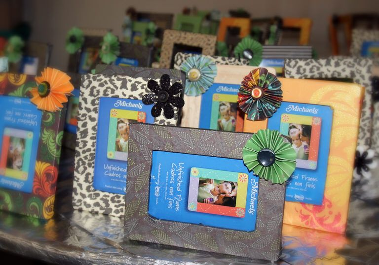 Girls Camp Craft Frames With Paper Flowers Girls Camp Crafts Camping Crafts Picture Frame Crafts