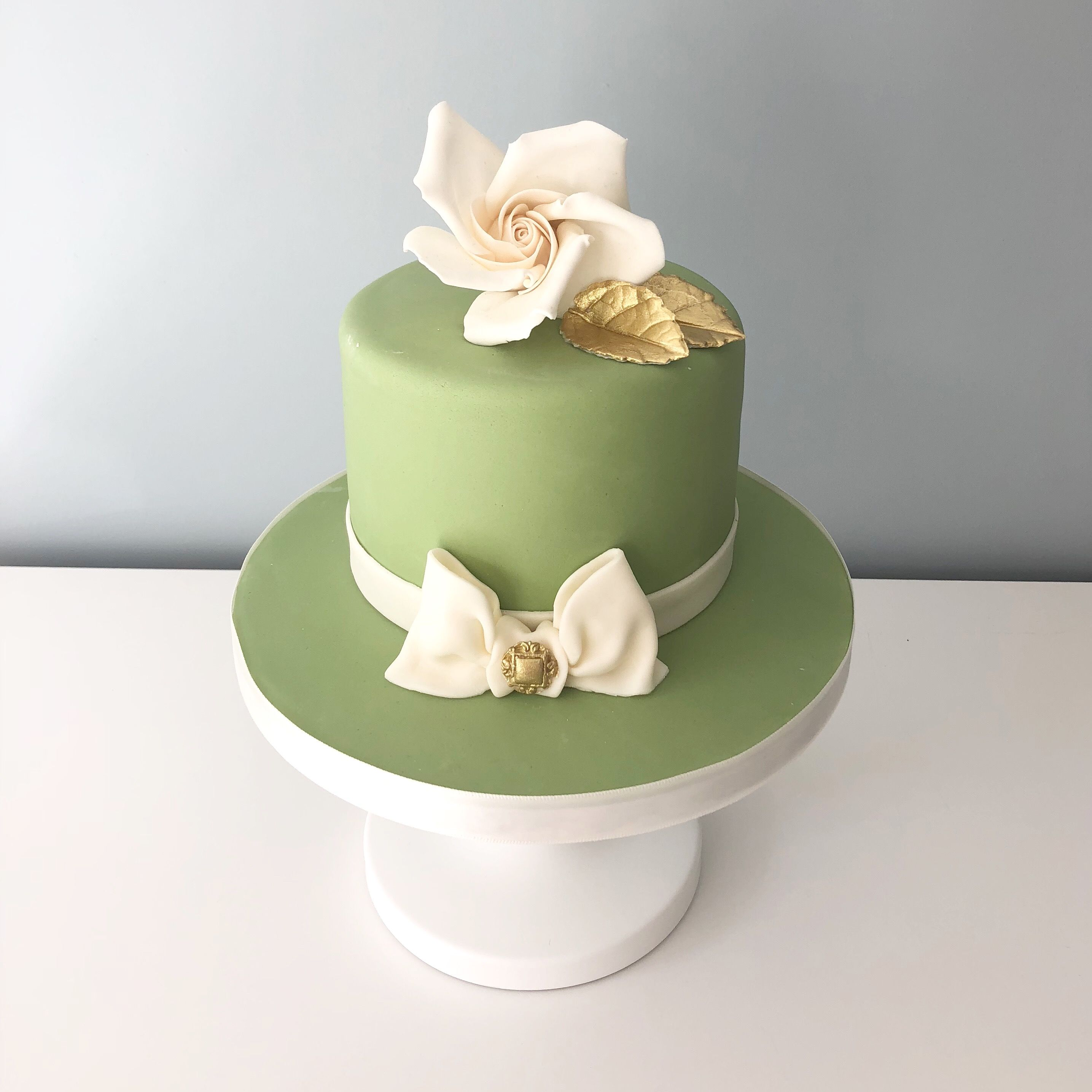 Elegant mini cake by Olivia's Cake Boutique Cake, Mini