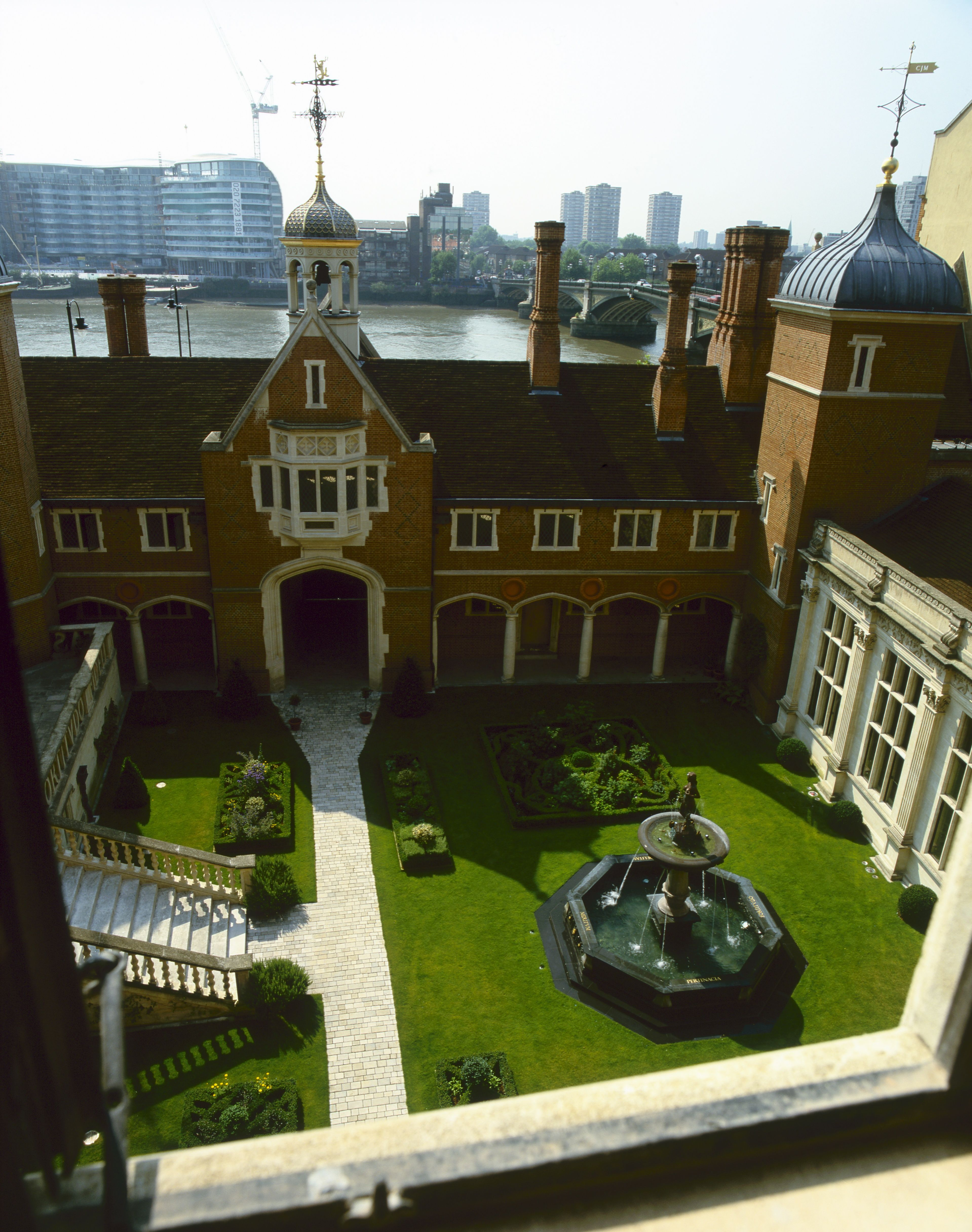 Crosby Hall, Chelsea, London. When moved to Chelsea in 1910, the ...