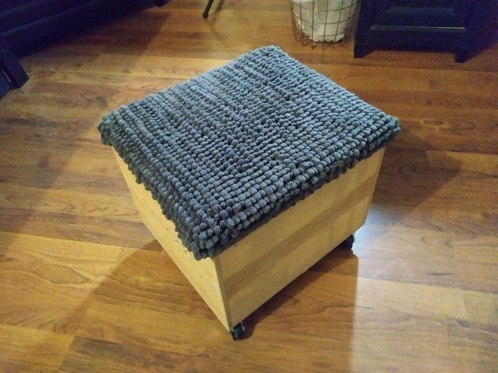 Next Time Youu0027re At Walmart, Buy A Cheap Bath Rug And Make This Womanu0027s  Awesome Living Room Storage Idea!