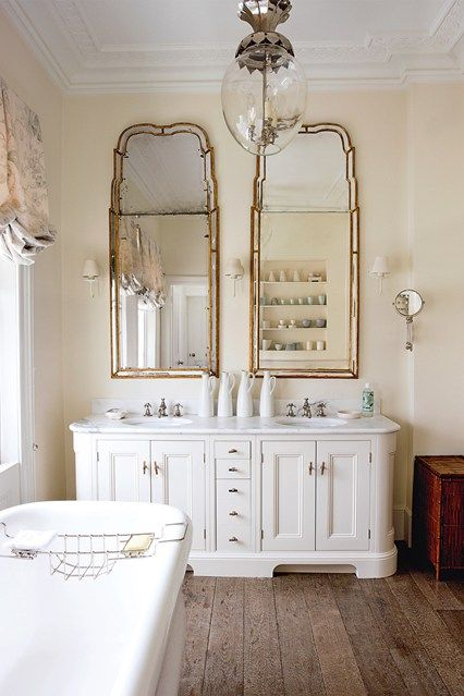 Charmant White Wooden Bathroom Vanity