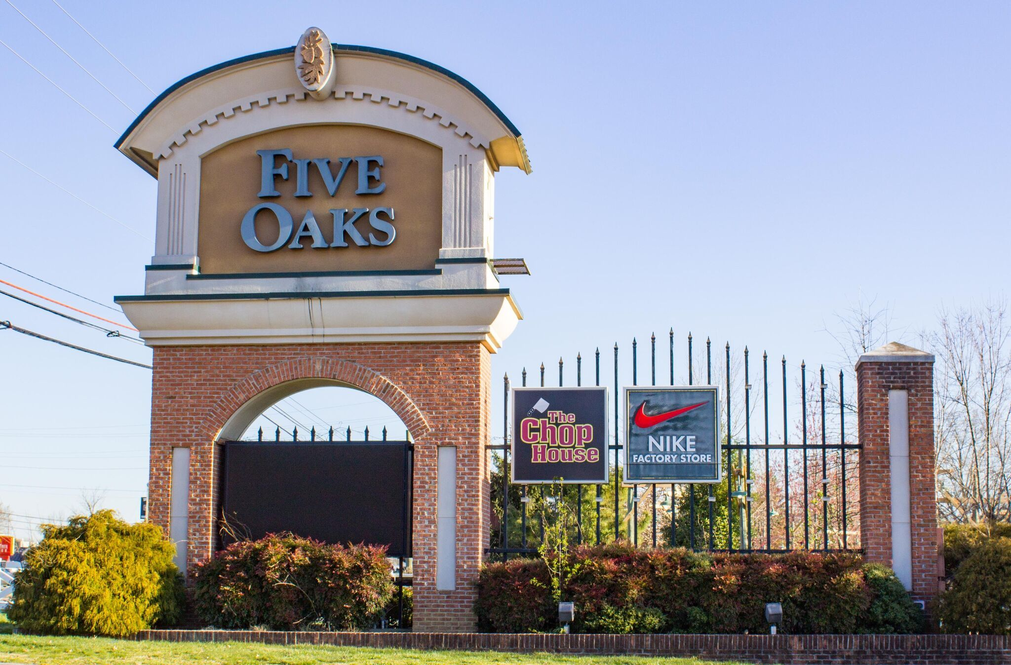Tanger Outlet Center At Five Oaks In Sevierville Is The Premiere Outlet Mall Of The Smokies With Some Of The Best Outlet Prices Outlet Mall Outlet Center Oaks