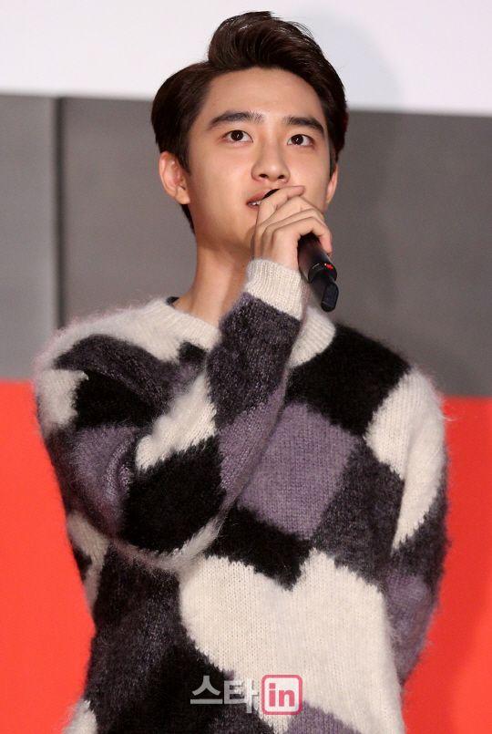 D.O - 141007 Busan Cinema Center BIFF Theater pre-screening stage greeting Credit: Star in. (영화의전당 야외극장 상영 전 무대인사)