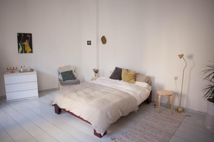 Schlafzimmer Berlin ~ Helles und geräumiges schlafzimmer mit reduzierter und