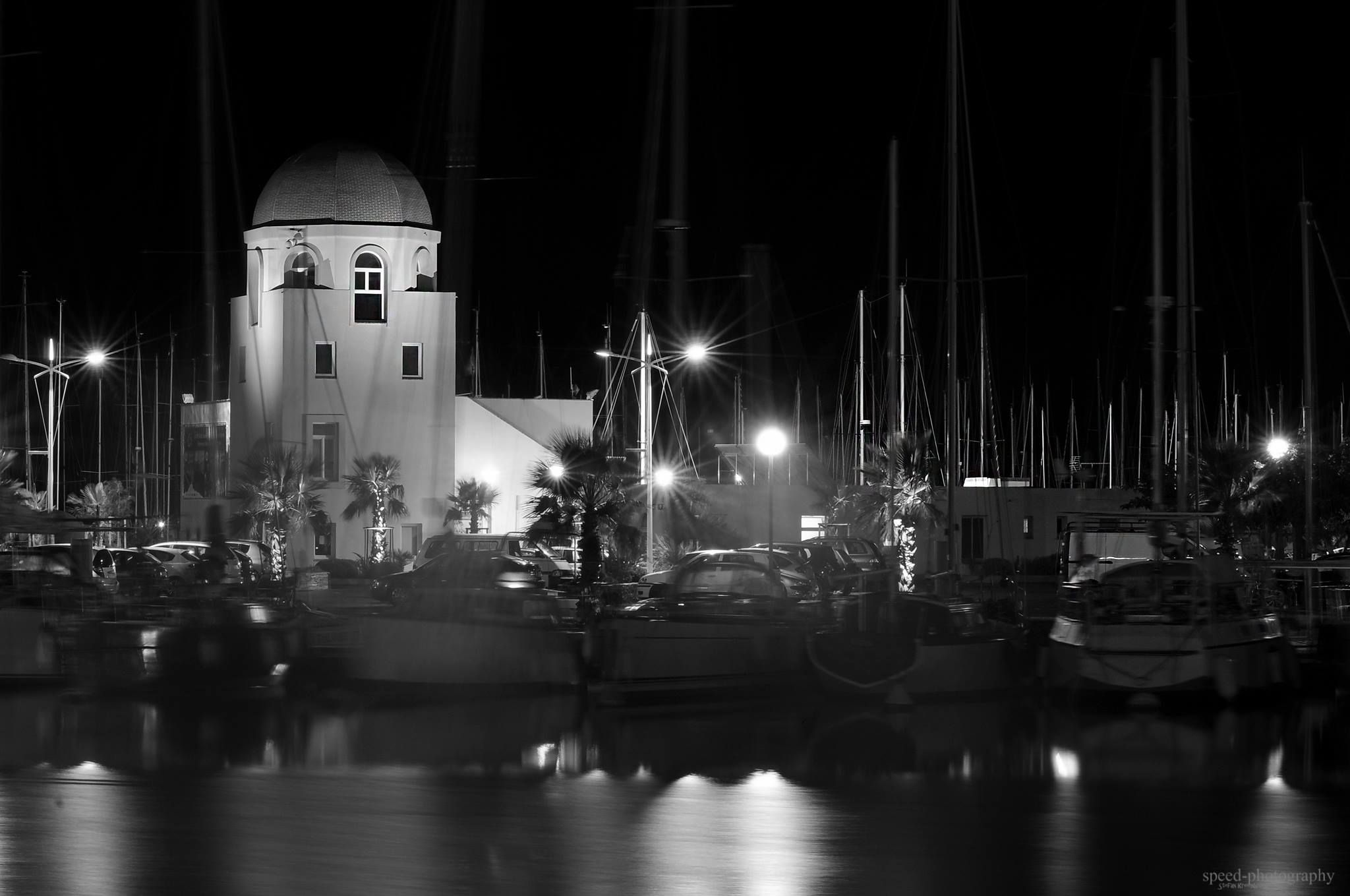 Capitainerie du port de Gruissan en N&B par Stefan Aude Languedoc Occitanie Mer Méditerranée Sud France