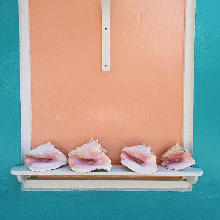 "tinyatlas på Instagram: ""Man-O-War Cay, Abacos, Bahamas decor by @saltandstonepottery from our juried show entries #mytinyatlasMontauk"""