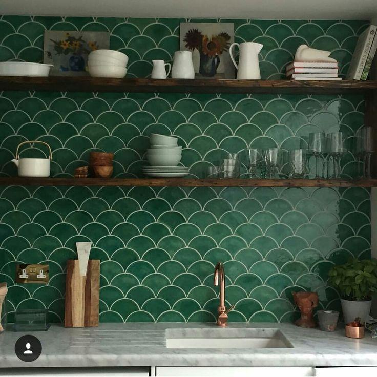piastrelle per cucina idee originali fillyourhomewithlove progetti di cucine progetto casa idee per interni. Fischschuppen Moderne Cucine Case Rurali Cucina Alzatina Piastrelle Cucina
