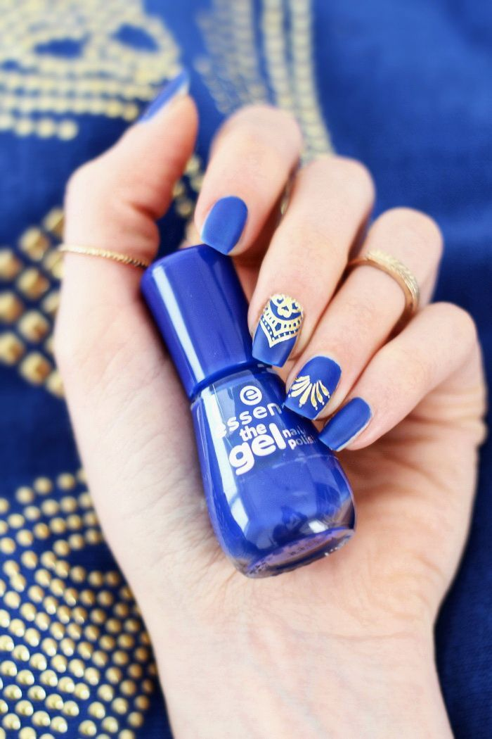 blau matt gold nailart