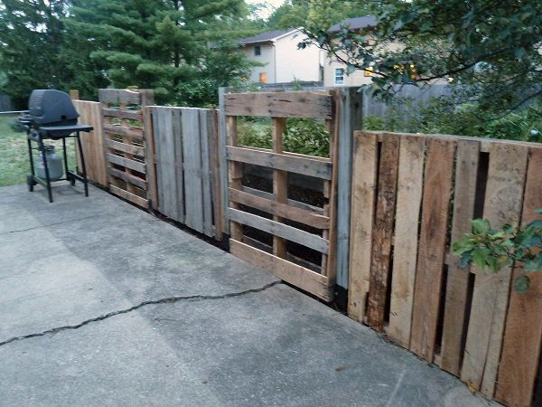 pallets patio fence pallet upcycling pinterest patio. Black Bedroom Furniture Sets. Home Design Ideas